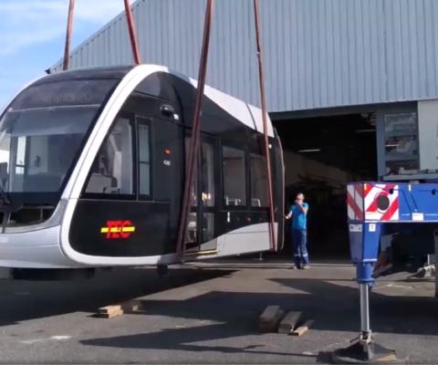 Transport et manutention de la maquette du tram de Liège
